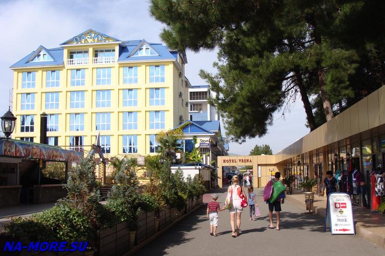 Курортный городок. Отель Оазис.